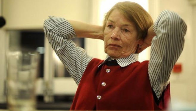 Glenda Jackson is a tremendous King Lear in a flawed production