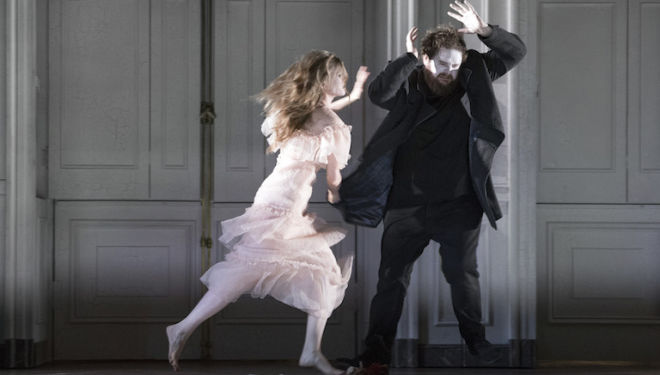 Barbara Hannigan (Ophelia) sets upon Allan Clayton in the title role of Glyndebourne's Hamlet. Photo: Richard Hubert Smith