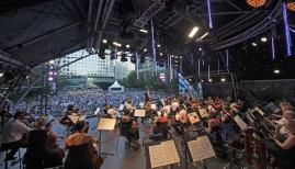 Music until moonlight with the London Philharmonic Orchestra at Canada Square Park. Photo: Peter Matthews