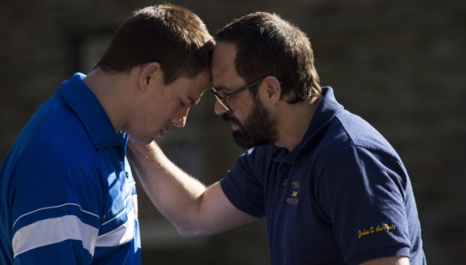 Still of Mark Ruffalo and Channing Tatum in Foxcatcher (2014)