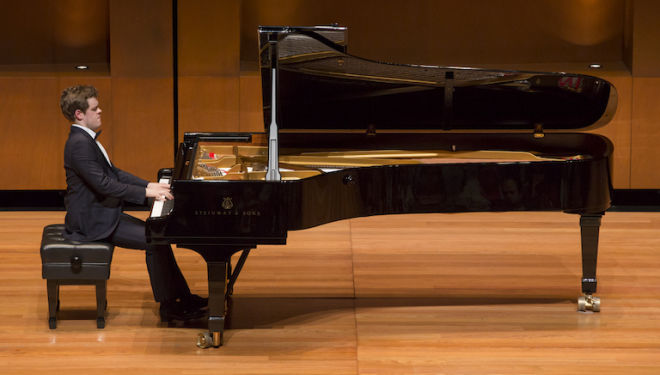 Benjamin Grosvenor plays the much-loved Grieg Piano Concerto. Photo: Juan Diego Castillo