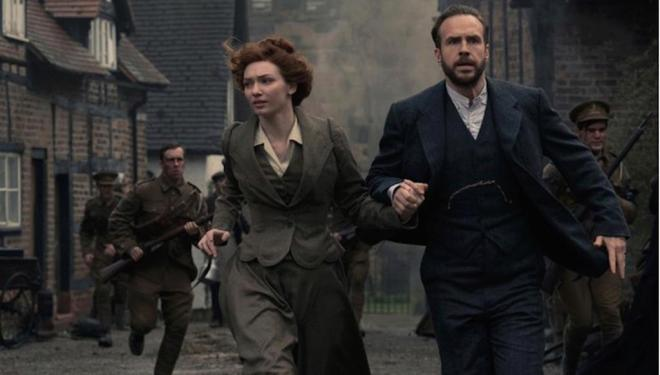 Eleanor Tomlinson and Rafe Spall in The War of the Worlds