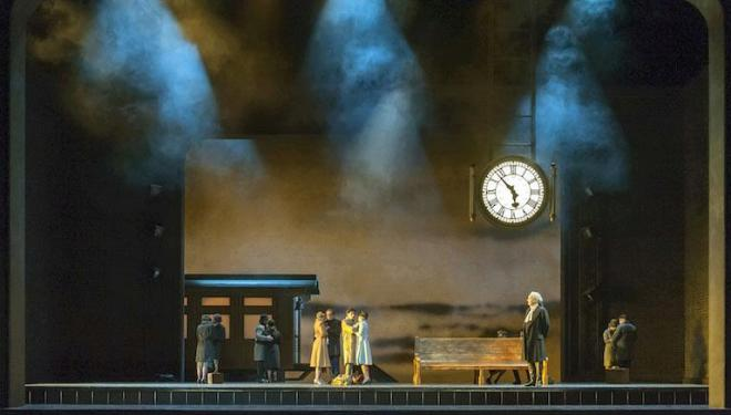 'Così Fan Tutte' has shades of 'Brief Encounter' at Covent Garden. Photo: Stephen Cummiskey