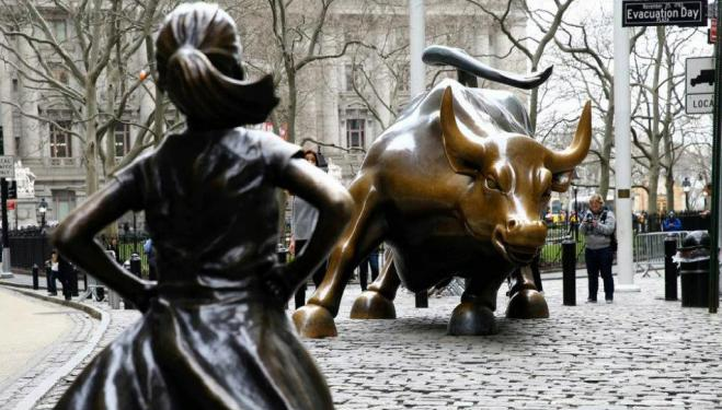 New York's Fearless Girl sculpture comes to London