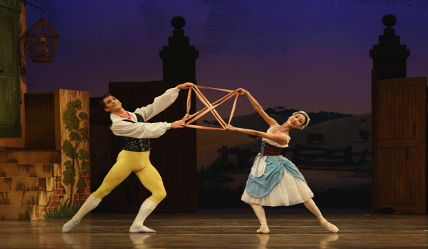 BRB, Momoko Hirata as Lise, Mathias Dingman as Colas, photo Bill Cooper