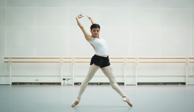 Mayara Magri in rehearsal for Aletta Collns' Blue Moon (c) 2018 ROH Alice Pennefather