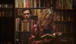 Penn Badgley and Elizabeth Lail in YOU