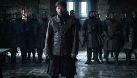 Jaime Lannister (Nikolaj Coster-Waldau) standing before the Starks