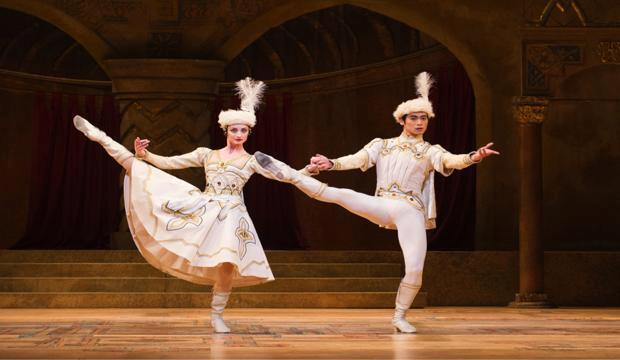 The Royal Ballet, Cristina Arestis, Ryoichi Hirano, Raymonda Act III, photo Tristram Kenton
