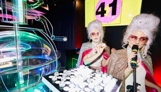 Play bingo with cabaret and comedians