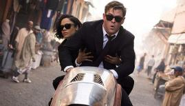 Tessa Thompson and Chris Hemsworth in Men in Black: International