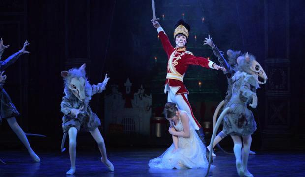 Rina Kanehara, Fernando Carratalá Coloma in ENB's Nutcracker (c) Laurent Liotardo