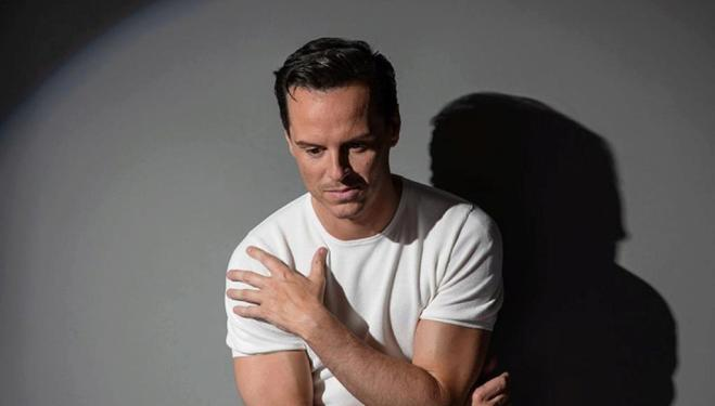 Andrew Scott stars in Present Laughter