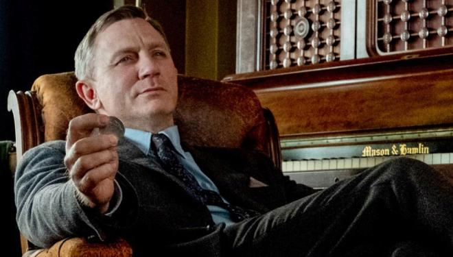 Daniel Craig dazzles in all-star whodunnit homage
