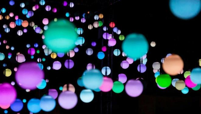 Immerse yourself in a luminous light installation