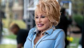 Dolly Parton in Dolly Parton's Heartstrings, Netflix