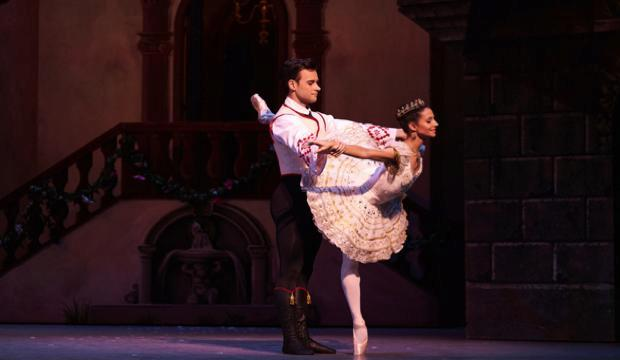 Francesca Hayward as Swanilda, Alexander Campbell as Franz in Coppélia (c) ROH 2019 Bill Cooper