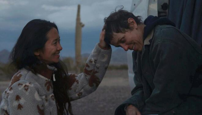 Chloé Zhao​ and Frances McDormand behind the scenes on Nomadland (Photo: Searchlight Pictures/EPK)