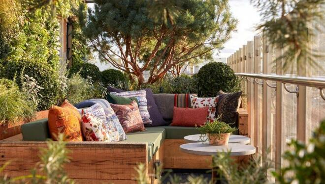Glamorous gardens for sun-soaked cocktails