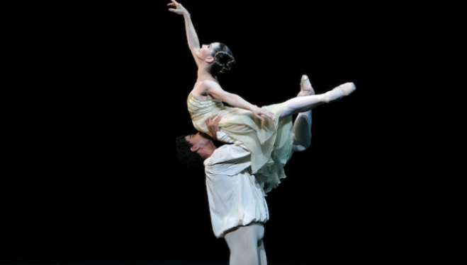 Tamara Rojo as Juliet and Carlos Acosta as Romeo in Romeo and Juliet (c) Dee Conway/ROH 2012