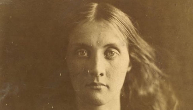 Julia Jackson, Julia Margaret Cameron photographer, 1867 (c) Victoria and Albert Museum, London
