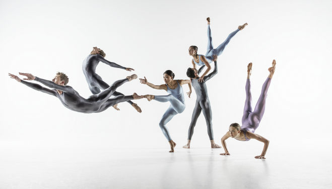 NDT2 Dancers photo Johan Persson