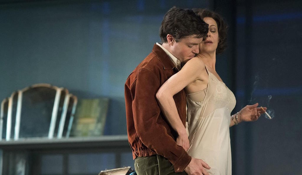 Review: The Deep Blue Sea, National Theatre revival. Photo by Hubert Smith