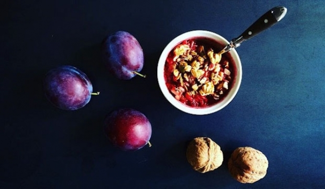 Healthy Autumn Recipes: Plum Crumble