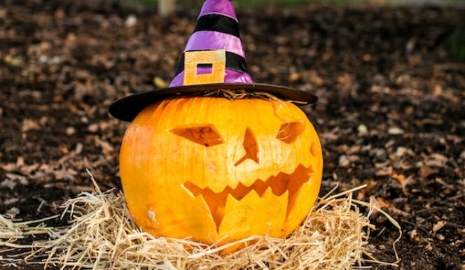 Hasil gambar untuk Forest Hill Overground halloween