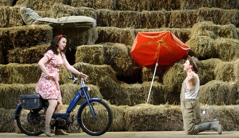 Covent Garden's L'Elisir d'Amore is a thoroughly Italian affair. Photograph: ROH/Catherine Ashmore
