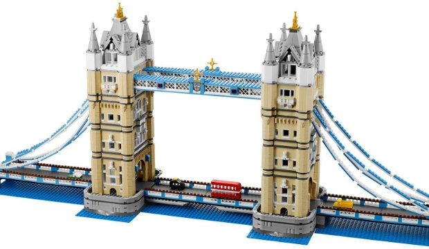 Building bridges: London out of Lego