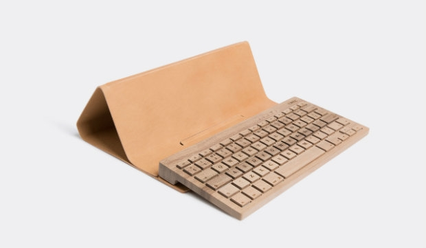 Type cast: Wooden keyboard