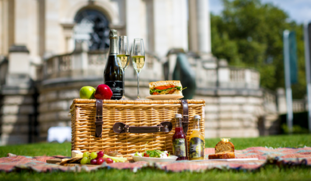 Tate Britain serves jazz brunch on the lawn