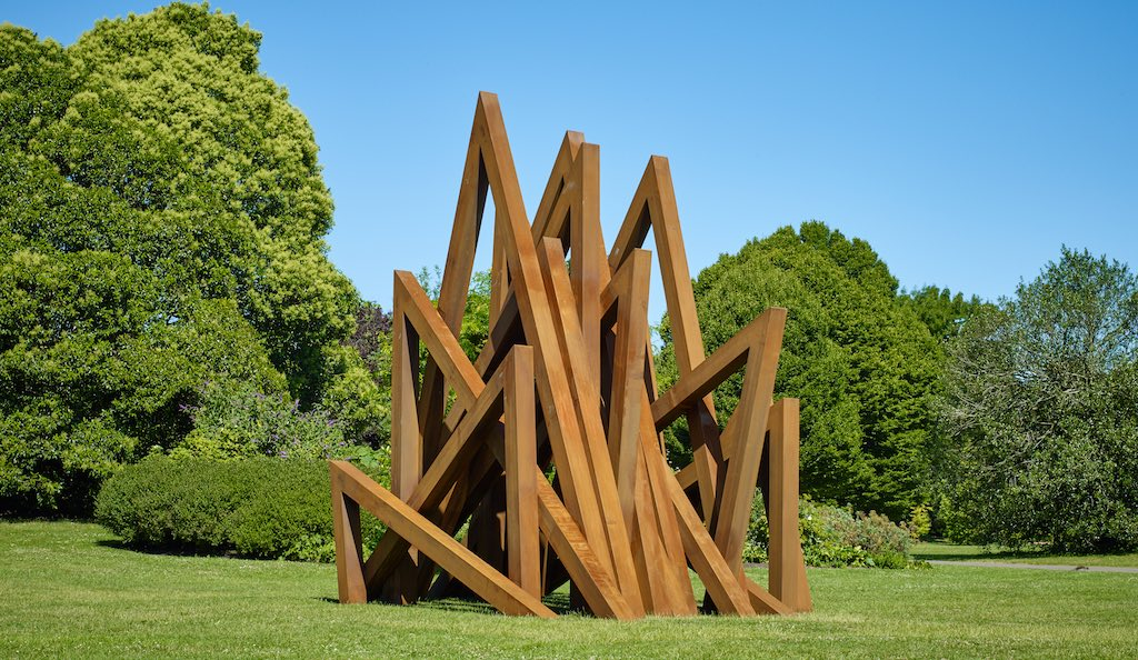 Bernar Venet, 17 Acute Unequal Angles, 2016