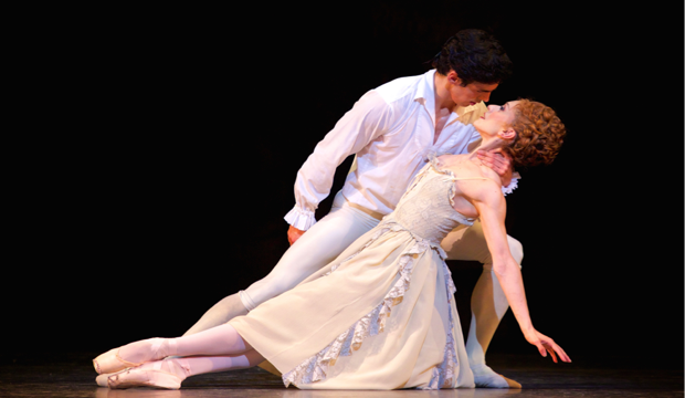 Manon, Marianela Nuñez, Federico Bonelli, photo Alice Pennefather