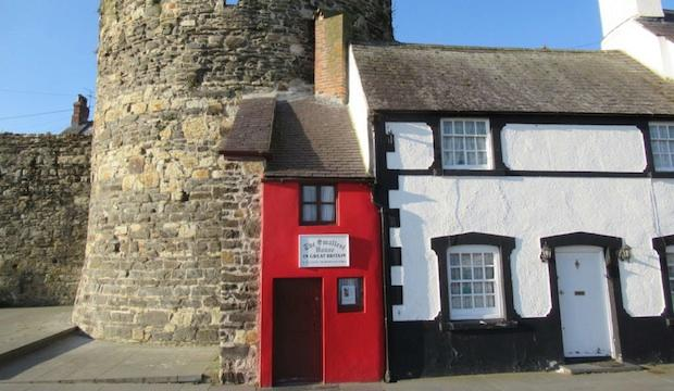 The Smallest House, Conwy