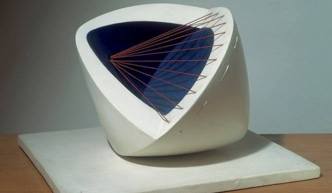 Barbara Hepworth, Sculpture with Colour (Deep Blue and Red) (6) 1943 © The Hepworth Estate