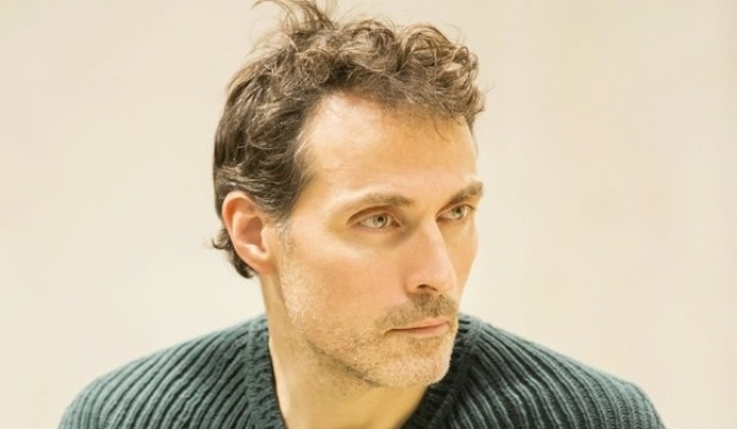 Rufus Sewell in rehearsal for Closer; photo by Johan Persson