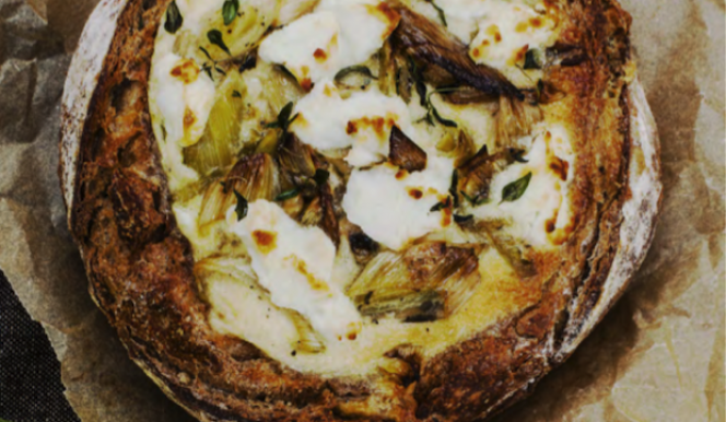 Picnic recipe: bread with leek and goat's cheese