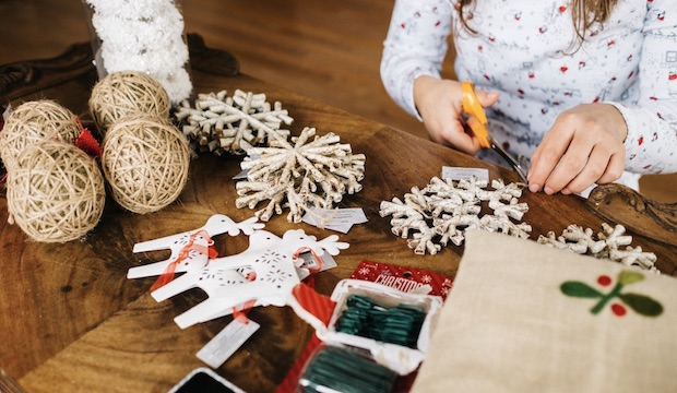 Winter activities for families: Animal Christmas Crackers