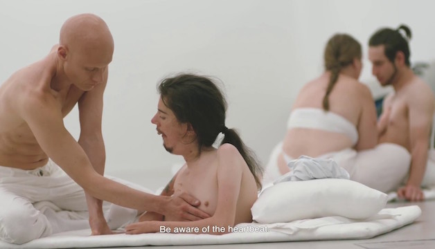 Yoga workshop scene featuring Christian Bayerlein and Tómas Lemarquis
